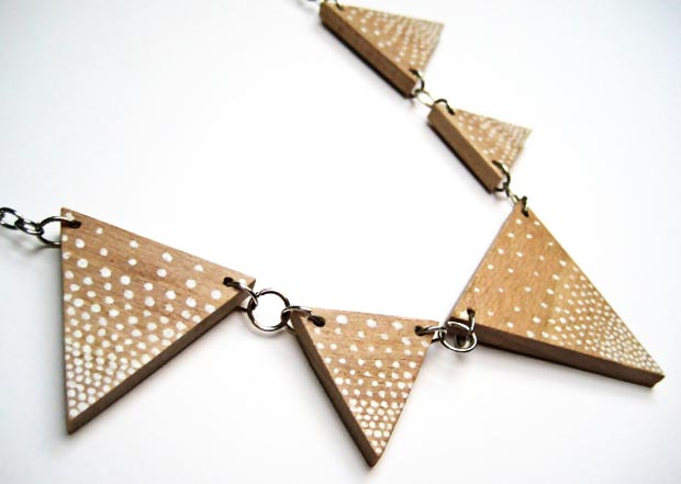 wood triangle chips necklace