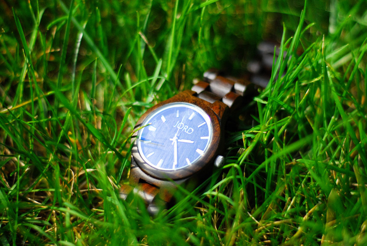 wood watch Jord Fieldcrest grass lawn image