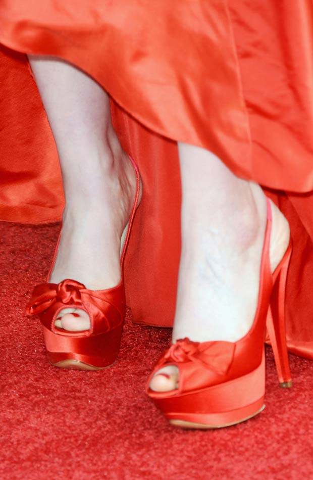 Zooey Deschanel Casadei red shoes 2013 Golden Globes